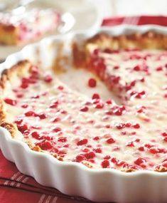 Kookos-puolukkapiirakka (Coconut-lingonberry pie) - recipe in Finnish Flan, Finland Food, Mousse, Finnish Recipes, Scandinavian Food, Sweet Pastries, Sweet Pie, Exotic Food, Finland