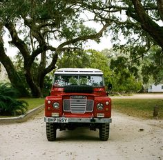 Love this old school range rover