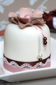 Rachelles Beautiful Bespoke Cakes - Fondant Covered Mini Cake with Ribbon and Lace