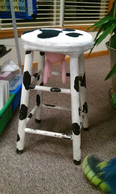i have a stool like this my late friend myra Fischer saw in a shop and said I HAD to have it and she bought it and mailed it to me. I cherish that stool. Woodworking Organization, Woodworking For Kids, Woodworking Joints, Woodworking Furniture, Woodworking Basics, Cow Kitchen Decor, Cow Decor, Awesome Woodworking Ideas, Cool Woodworking Projects