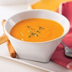 Cream of carrots, sweet potatoes and ginger - Charlotte bathiard - - Crème de carottes, patates douces et gingembre Cream of Carrots, Sweet Potatoes and Ginger - Recipes - Cooking and Nutrition - Pratico Pratique - Soup Recipes, Cooking Recipes, Healthy Recipes, Good Food, Yummy Food, Sweet Potato Recipes, Food Porn, Food And Drink, Healthy Eating