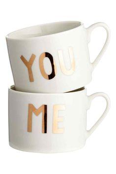Pack de 2 tazas de porcelana: Tazas de porcelana con motivo dorado de texto. Alto 6,5 cm, diámetro 9 cm.