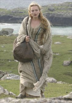 Sophia Myles as Isolde in the 2006 movie Tristan and Isolde - This dress is also worn by Siggy in Vikings