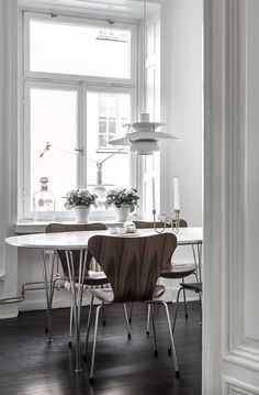 Series 7 chair by Arne Jacobsen and Super elliptic table by Piet Hein and Bruno Matsson from Fritz Hansen and pendant by Poul Henningsen from Louis Poulsen Furniture, Home Decor Kitchen, Interior, Modern Dining Room, Pastel Home Decor, Home Decor, Most Comfortable Office Chair, Dining Room Decor, Contemporary Dining Chairs