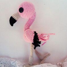 Crochet flamingo patrón de amigurumi libre