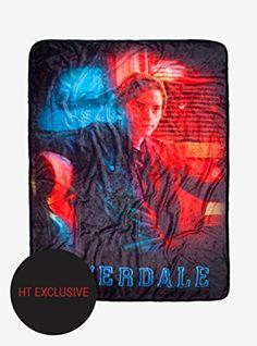 Riverdale Jughead Throw Blanket Hot Topic Exclusive Hot T. Kj Apa Riverdale, Riverdale Betty, Riverdale Archie, Riverdale Aesthetic, Riverdale Funny, Riverdale Cast, Riverdale Season 2, Riverdale Veronica, Riverdale Shirts