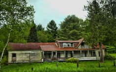 Old house on State Road 14 in South Woodbury, Vermont near Sabin Pond. Photo by @Joey Lax-Salinas