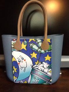 Inserto per personalizzare la tua borsa, scegli il colore che preferisci e aggiungeremo il nome per trasformare una borsa nella tua borsa personalizzata CASTèSTYLE. Un regalo unico e originale per Natale.