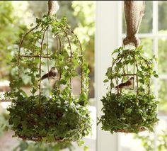 Vogelkäfig mit Blumen