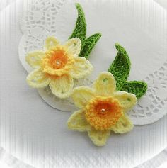 SET OF 2 CROCHET BROOCHES APPLIQUES YELLOW ACRYLIC * DAFFODIL FLOWERS