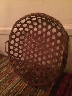 AAFA ~ Antique Shaker Red Cheese Basket ~~FREE SHIPPING~~ Basket Weaving, Hand Weaving, Primitive Crafts, Primitive Decorations, Cheese Baskets, Painted Baskets, Nantucket Baskets, Bee Skep, Shaker Furniture