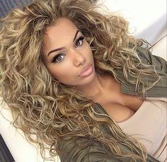 Imagem de beautiful hair, makeup on fleek, and green eyes Love Hair, Big Hair, Gorgeous Hair, Pretty Hairstyles, Girl Hairstyles, Curly Hair Styles, Natural Hair Styles, Girl Hair Colors, Pinterest Hair