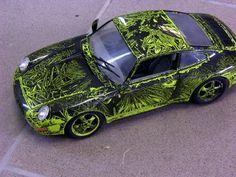 porsche modellauto mit airbrush