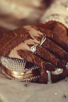 New Wedding Couple Rings Marriage Sweets Ideas ring boho fashion for teens vintage wedding couple schmuck verlobung hochzeit ring Finger Henna Designs, Legs Mehndi Design, Henna Art Designs, Modern Mehndi Designs, Dulhan Mehndi Designs, Mehndi Design Pictures, Wedding Mehndi Designs, Mehndi Designs For Fingers, Mehndi Style