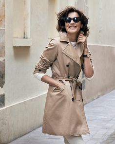 Ines de la Fressange for Uniqlo Carla Bruni, French Women Style, French Girls, French Chic, Uniqlo, Trench Coat Outfit, Beige Trench Coat, Parisienne Chic, French Fashion