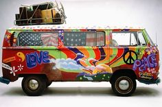 Are you ever heard for Woodstock or hippies? If your answer is positive you know how looks iconic the Volkswagen hippie kombi Type Volkswagen Transporter, Transporteur Volkswagen, T3 Vw, Van Hippie, Kombi Hippie, Hippie Camper, Hippie Mom, Happy Hippie, Hippie Chick