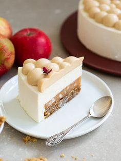 Äppel- och kanelcheesecake med saltkolapannacotta | Brinken bakar Individual Cakes, Piece Of Cakes, Cheesecakes, No Bake Cake, Sweet Recipes, Cake Decorating, Sweet Tooth, Food And Drink, Sweets