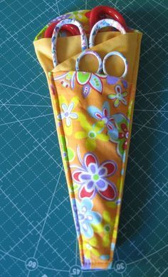Folded Fabric Scissors Holder The Effective Pictures We Offer You About diy Sewing Crafts A quality Sewing Hacks, Sewing Tutorials, Sewing Crafts, Sewing Tips, Sewing Lessons, Sewing Ideas, Diy Sewing Table, Sewing Basics, Crochet Crafts