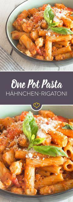 Aus einem Topf und mit Schuss! Hähnchen, Tomate und Champignons verwandeln sich mit Rigatoni und Weißwein in eine cremige One Pot Pasta.