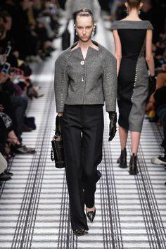 Balenciaga at Paris Fashion Week Fall 2015 - Runway Photos Fashion Line, Fashion Week, Fashion Details, Fashion Show, Fashion Looks, Fashion Outfits, Fashion Design, Fashion Addict, Fashion Ideas