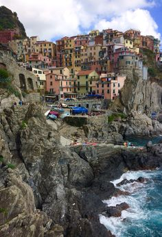 Travel With Me // Cinque Terre in Two Days Seaside Village, Lake Como, Eurotrip, Cinque Terre, Plan Your Trip, Adventure Stories, The Incredibles, Italy, Pesto Pasta
