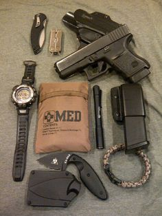 My EDC; Glock 30 in a Blade Tech Eclipse OWB w/spare magazine, Mini Leatherman… Edc Tactical, Tactical Truck, Everyday Carry Gear, Tac Gear, Edc Tools, Guns And Ammo, Doomsday Prepping, Doomsday Survival, Bushcraft