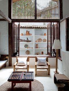 Casa de praia com muita madeira e branco em Trancoso   CASA CLAUDIA