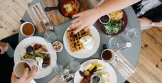 Signs You're Addicted To Brunch are all too real. Find out if you are addicted to brunch. These brunch signs are for brunch lovers only> Brunch Spots, Brunch Places, Think Food, Binge Eating, Intuitive Eating, No Carb Diets, Fad Diets, Healthy Eating, Clean Eating