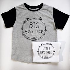 This sibling outfit set is perfect for your little ones next photo shoot, that up and coming baby shower or a different way to announce the latest addition to your family. This listing includes both the big brother shirt and the little brother bodysuit. Big brothers black and grey short sleeve cotton shirt is finished with high quality black vinyl lettering to read big brother and completed with a decorative arrow frame. Shirts are available in sizes 1-5, please specify at time of purchase…