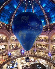To mark the event La Constellation Dior at Galeries Lafayette, blue, the key color of the Dior ready-to-wear autumn-winter 2017-2018 show by Artistic