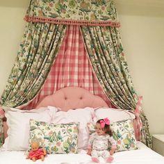 Good morning, sweet Hannah! 😍 You look like an angel in your fancy new room!! 👼 🎀 #tbbcnightnights #sweetsewaneeangel #interiors #goodmorningsunshine #buffalocheck #beaufortbonnet @hannahbananahock 🎀