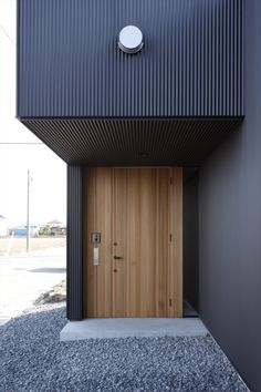 黒一|HouseNote(ハウスノート) Small Buildings, Modern Buildings, Door Design, House Design, Aluminium Cladding, Modern Front Door, Exterior Cladding, Timber House, Steel House