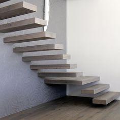 ArtNr. 38004/38005 Trittstufe 3-Schicht gerade freitragend. Unser Treppen-Sortiment bietet viele exklusive und funktionelle Lösungen für alle Arten von Stiegen. Wir fertigen in Manufakturarbeit hochwertige Treppenelemente ganz nach Ihren individuellen Vorstellungen. Zu den beliebtesten Produkten gehört die Trittstufe freitragend, welche mehrseitig sichtbar und zur Montage zwischen Wangen geeignet ist. Parkettboden und Treppe werden optimal aufeinander abgestimmt! #treppe #stiege #parkett…