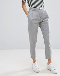 Find the best selection of ASOS Washed Ultimate Peg Pants. Shop today with free delivery and returns (Ts&Cs apply) with ASOS! Smart Casual Outfit, Square Pants Outfit Casual, Outfit Hombre Casual, Casual Summer Outfits, Trendy Outfits, Tomboy Fashion, Work Fashion, Fashion Pants, Legging Outfits