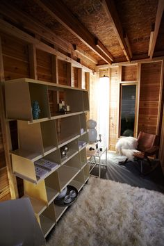 5 Shed Interiors at Range From Practical to Over-the-Top Glam : TreeHugger Shed Interior Design Ideas, Shed Design Plans, Interior Design Gallery, Interior Decorating, Decorating Ideas, Garden Shed Interiors, Interior Garden, Humor Wallpaper, Shed Ideas Inside