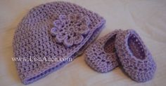 Free Crochet Pattern for Baby, Toddler and Child Hat & Booties (How to Crochet Baby Booties Pattern) | Free Crochet Patterns and Designs by LisaAuch