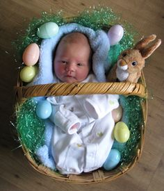 Everyday Artist: Sweet Baby Boy - so adorable for a newborn at Easter. Erwarten Baby, Baby Love, Newborn Baby Photos, Newborn Pictures, Newborn Boys, Cute Baby Pictures, Easter Pictures For Babies, Baby Boy Photography, Foto Baby