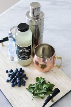 This drink is so easy to make, and can be easily adapted as the seasons change. Blueberry Mint Moscow Mule recipe 1/2 cup of ginger cider or beer 1/2 cup of club soda 1 shot vodka (any kind) or leave this out for a non-alcoholic version 1/2 teaspoon of sugar (coconut preferred) fresh blueberries fresh mint 1/2 cup of ice