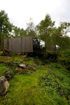 Image 31 of 43 from gallery of Juvet Landscape Hotel / Jensen & Skodvin Architects. Photograph by JSA Forest Hotel, Forest Cabin, Cabins In The Woods, House In The Woods, Norwegian House, House Of The Rising Sun, Cool Tree Houses, Architecture Art Design, River House
