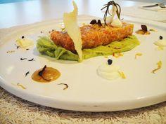 Salmon tartar Salmon, Restaurant, Fresh, Dishes, Ethnic Recipes, Food, Kitchens, Diner Restaurant, Tablewares