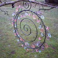 Copper Wire Crafts, Copper Wire Art, Hanger Crafts, Dream Catcher Craft, Wire Ornaments, Wire Wreath, Mobile Art, Paper Flower Tutorial, Button Art