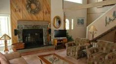 Black Butte Ranch, OR: At the entrance of this Central Oregon vacation rental is a small creek with pond and a circular drive. The wrap-around deck provides entrance to the ...