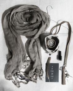 Zusss | Moodboardje met leuke dingetjes voor jezelf! Een mooie hamam sjaal in de kleur taupe of een handig key koord in de kleur lever.