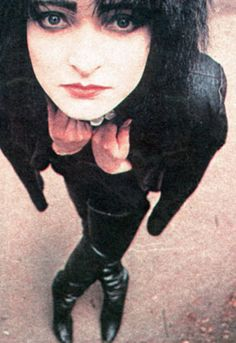 sIOUX eyes, hair, just style. Siouxsie Sioux, Siouxsie & The Banshees, New Wave Music, Beautiful Inside And Out, Rockn Roll, Post Punk, My Favorite Music, Rock Bands, Image