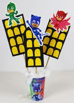 COMO FAZER CENTRO DE MESA PARA FESTA PJ MASKS Pjmask Party, Festa Pj Masks, Paper Strips, Printable Stencils, Ornaments, Decorations, Candy Stations