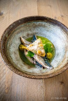 Burnt mackerel with cucumber and avocado. Spicy Recipes, Fish Recipes, Bistro Food, Food Decoration, Camping Meals, Culinary Arts, Fish And Seafood, Creative Food, Food Plating