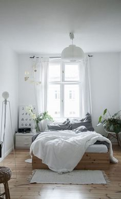 Gorgeous 100 Fabulous Minimalist Bedroom Decor Ideas https://decorapatio.com/2017/06/18/100-fabulous-minimalist-bedroom-decor-ideas/