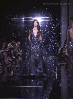jezi-belle:  pyrar:  tyrannyoftheurgent:  couture-constellation:    Zuhair Murad Haute Couture Fall 2015    POCKETS??!!!!  @jessipalooza  DRESS STARS POCKETS NEED