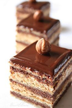 Opernkuchen www.pastry-worksh … Opernkuchen www. Fancy Desserts, Just Desserts, Delicious Desserts, Dessert Recipes, Yummy Food, Gourmet Desserts, Cupcake Recipes, Mini Cakes, Cupcake Cakes