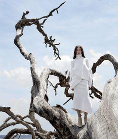 Шерстяной свитер, юбка из шерсти c кашемиром, все Victoria Beckham; ботильоны из искусственной кожи, Stella McCartney